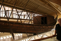 En el Museo de la Barca Solar, El Cairo, 2008