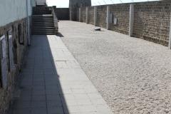 Mauthausen, barracones y muro